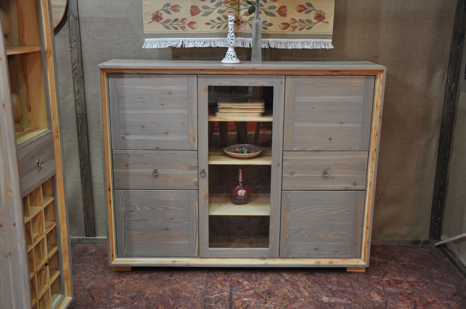 Larix Commode